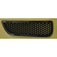 HOLDEN HSV VE SER1 GTS CLUBSPORT R8 MALOO RIGHT FRONT UPPER GRILLE MESH INSERT